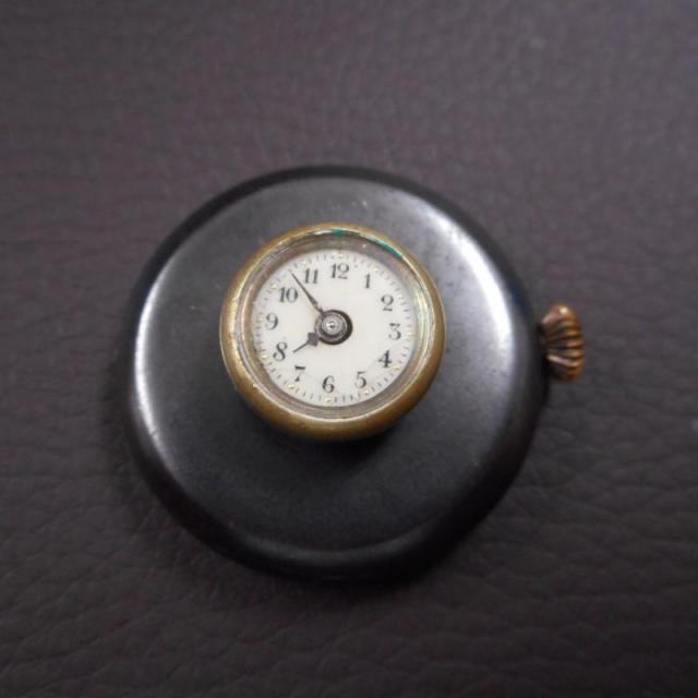 Rear Vinateg Button hole pockt watch